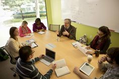 Faculty Member Howard Gardner Conducts a Seminar in Gutman Library