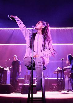 Ariana Grande More at @ Ariana Grande Fotos, Show Da Ariana Grande, Cabello Ariana Grande, Ariana Tour, Ariana Grande Outfits, Ariana Grande Pictures, Scream Queens, Ariana Grande Wallpaper, Dangerous Woman