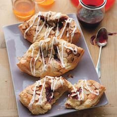 Raspberry Linzer Cheese Danishes (cream cheese and marzipan filling for puff pastry) Brunch Recipes, Breakfast Recipes, Dessert Recipes, Breakfast Ideas, Brunch Food, Pastry Recipes, Brunch Ideas, Breakfast Time, Cream Cheese Desserts