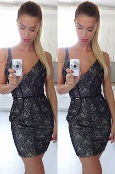 Krásne koktejlové šaty vhodné na akúkoľvek príležitosť.92% polyamid, 8% elastán