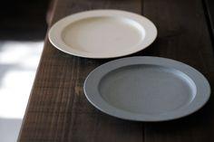 イイホシユミコさん アンジュールのプレート。   PlainTable Cafe Idea, Kitchen Goods, Vintage Tableware, Noritake, Kitchenware, Cool Kitchens, Porcelain, Pottery, India