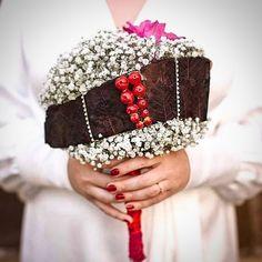 Bride Bouquets, Crown, Fashion, Bridal Bouquets, Moda, Corona, Fashion Styles, Fashion Illustrations, Crowns