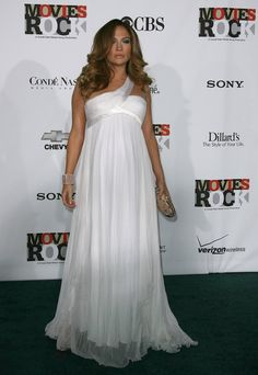 Pin for Later: Jennifer Lopez's 71 Sexiest Styles Ever  Glowing and pregnant at a 2007 Conde Nast event.