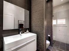 Modern bathroom design with louvre windows using ceramic - Bathroom Photo 526849