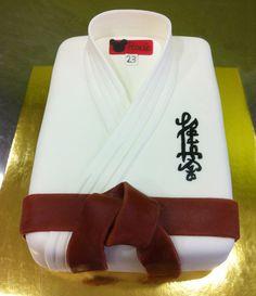 Pastel de fondant en forma de Kimono de kárate.