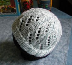 tatt3r's knittingstuff: Baby Hat in Diagonal Eyelet Rib