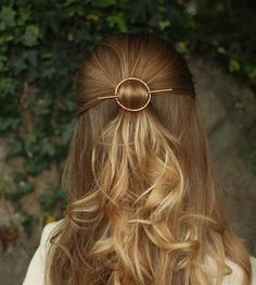 Accessorize your tresses with this minimalist metal hair barrette.