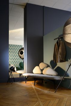 at claude cartier decoration Indirect Lighting, Stage Lighting, Fortuny Lamp, Cartier, Elle Decor, Lamp Design, Timeless Design, Entryway Bench, Colorful Interiors