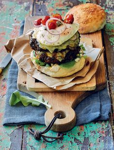 The beauty of a Dagwood burger is that you can add as many extras as you wish, such as crispy lettuce and tomato, or Camembert and cranberry sauce. Great Recipes, Favorite Recipes, Crispy Potatoes, Piece Of Bread, Salmon Burgers, Food For Thought, Family Meals, Hamburger, Food Photography