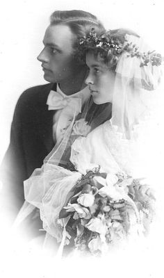 NUPITALS: Vintage Brides (1916 wedding portrait)