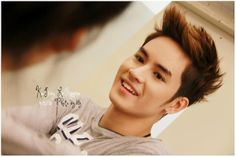 Jirayu La-ongmanee never failed to make me smile with that very charming and sweet smile.. <3