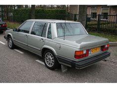 Volvo Model:760 Type:760GLE Autom. Airco Belastingvrij Inrichting:Sedan (5 drs) Aantal cilinders:6 Bouwjaar:juli 1983 Kleur:Green metallic (licht groen metallic) Brandstof:Benzine Versnellingsbak:Automaat Km. stand:184.000 km Gewicht (leeg):1.401 kg APK:tot 5 december 2013 BTW/Marge:Marge Prijs: € 4.950