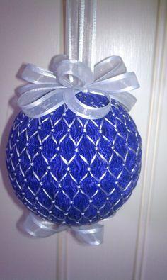 smocked ornament Fabric Ornaments, Christmas Ornaments To Make, Blue Christmas, Christmas Balls, Christmas Ideas, Smocking Plates, Smocking Patterns, Punto Smok, Christmas Crafts To Make