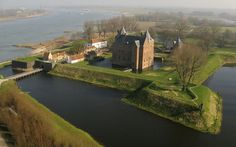 Nieuwe Hollandse Waterlinie, Loevestein Castle (close to Woudrichem)