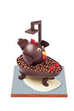 A LA MERE DE FAMILLE Création du Chef Julien Merceron pour Pâques : la Poule Mouillée Poids 350 g (garnie d'œufs et de friture de Pâques) Disponible en chocolat noir 68 % ou lait 36% #Paques #ALMDF #AlaMèredeFamille