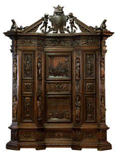 Höhe: 370 cm. Breite: 285 cm. Tiefe: 90 cm. Florenz, 19. Jahrhundert. Nussbaum, reich geschnitzt, im Renaissance-Stil. Zweitürig, gesprengter reich...