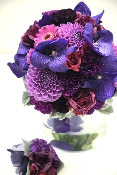 violet and purple bouquet with dahlia, orchids, roses, and carnations. マゼンタ、紫トーンのブーケ(ダリア、バンダ、ガーベラ、バラ、カーネーション) http://www.bloom-of-the-day.com