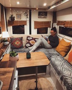 13 Coole Camper-Moderne Innenraum did you like the photo?[Total: 0 Average: Related posts: Amazing Camper Van Interior Ideas – House Topics 15 Best Camper Remodel Ideas 19 DIY Camper Van Remodel Inspirations – fancydecors Our DIY Camper: 2018 Tour Camping Vintage, Vintage Campers, Caravan Vintage, Vintage Caravans, Vintage Caravan Interiors, Vintage Rv, Vintage Airstream, Vintage Trailers, Vintage Bohemian