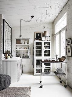 PASSPORT: Vintage One Bedroom Melbourne Apartment Tour - Rustic Kitchen