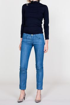 Love the light denim with black--not to mention the taupe shoes...