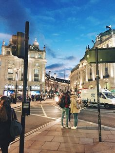Full post on my Trip to London up on the blog!  #london #europe #travel #england #bigben #piccadillycircus
