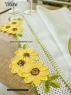 Crochet women,tentene me grep,tentene,granitura,This Pin was discovered by AysCrocheted edge (using appliquès)Grandma would like this! Crochet Boarders, Crochet Lace Edging, Crochet Motifs, Crochet Flower Patterns, Thread Crochet, Crochet Designs, Crochet Crafts, Crochet Doilies, Crochet Flowers