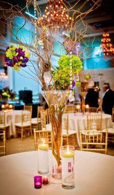 April wedding table decor ideas, April Wedding venue decoration, rustic spring wedding centerpiece decor, glass candle table decor