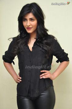 Indian Actress Hot Pics, Bollywood Actress Hot Photos, South Indian Actress, Actress Photos, Beautiful Girl Indian, Most Beautiful Indian Actress, Beautiful Actresses, Hot Actresses, Indian Actresses