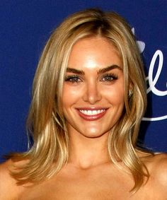Michelle Randolph Long Straight Blonde Hairstyle with Layered Bangs and Light Blonde Highlights Light Blonde Highlights, Blonde Layers, Blonde Pixie Cuts, Dark Blonde Hair, Brunette Bob Haircut, Blonde Haircuts, Face Shape Hairstyles, Straight Hairstyles, Light Brunette
