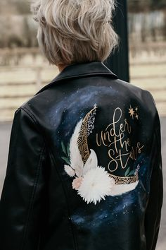 Hip Wedding, Wedding Ideas, Painted Leather Jacket, Dapper Suits, Party Jackets, Wedding Jacket, A Day In Life, Painting Leather, Hair Vine