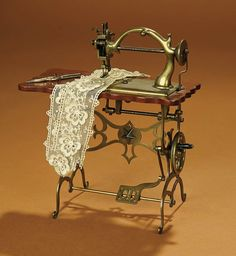 Bread and Roses - Auction - July 26, 2016: Lot #62 Very Fine French Miniature Sewing Machine, Probably Maitrise Model