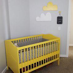 Lovin' this yellow crib!!