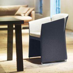 Om uitgesproken #vormen en gedurfde combinaties te bereiken, werkt de #meubelmaker op ambachtelijke wijze met zeer hoogwaardige kwalitatieve #materialen.
