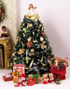 decorate your dollhouse miniature christmas 4 - Dollhouse Christmas Decorations