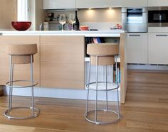 Bouchon bar stool of cork