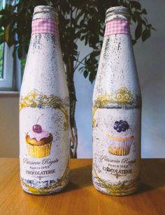 Butelki po soku przerobione na wazoniki