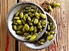 Pistazien sind nicht günstig, aber das Aroma einzigartig mild und nussig. Unser Lieblingsrezept mit Pistazien? Pistazien-Pesto mit Rucola und Petersilie!