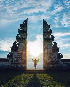 Best of 2016: When the universe aligns. - Spending 5 weeks in Indonesia was a really special trip. So much culture and diverse environments. This is one of the many ornate and serene directional temples in Bali. @travisburkephotography and I rode for hours on scooters through villages and windy mountain towns until we realized we were definitely lost. Two boys ended up showing us the way and with no one else around we watched a sublime sunset over Mt. Agung then stayed out until the stars…
