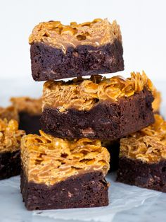 Brownies med cornflakes i saltkolasås Baking Recipes, Cake Recipes, Dessert Recipes, Köstliche Desserts, Delicious Desserts, Yummy Treats, Sweet Treats, Savoury Cake, Cake Cookies