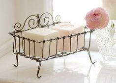 love the soap and the soap holder.I would also use the Provence lavender soap with the straw ribbon or burlap twine string around it -Mari Vintage Stil, Shabby Vintage, Do It Yourself Decoration, Rose Cottage, White Cottage, Wire Crafts, Wire Art, Handmade Soaps, Vintage Roses