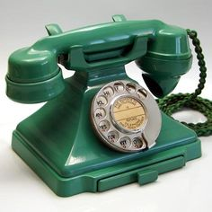 Tele no. 232 bakelite uk telephone classic phones телефон, р Phone Gadgets, Phone Hacks, Antique Phone, Old Phone, Old School Phone, Telephone Booth, Phone Lockscreen, Vintage Phones, Phone Organization