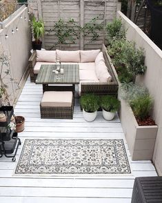 Take your patio layout design to the next level with our list of favorite ideas. Whether it is large patios, or fire pits you will find everything you need Decking Area, Wood Deck Stain, Outdoor Decking, Deck Flooring, Outdoor Flooring, Deck Furniture, Outdoor Furniture Sets, Outdoor Decor, Houses