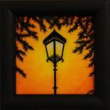 Tableau contemporain : Réverbère 2.  œuvre réalisée au Posca (style de peinture acrylique [Uni]) sur toile de coton vernie à la résine cristal (effet verre soufflé). Format (avec cadre) : 13,5 cm x 13,5 cm x 1,6 cm. Diagonale (avec cadre) : 19,1 cm. ( Tableau commandé / œuvre vendue) #réverbère #art #tableau #contemporain #peinture #éclairage #publique #luminaire #lampadaire
