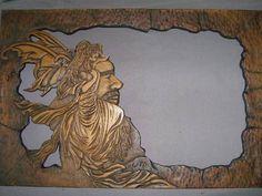 Marco de madera tallada.