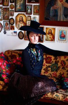 http://www.etoday.ru/2011/11/fol-klornye-naryady-susanne-bisovsky.php#more