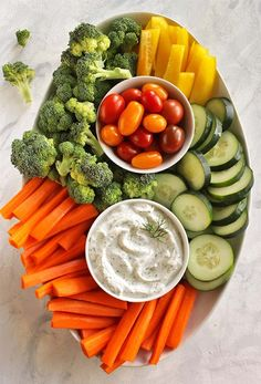Healthy Greek Yogurt Dill Dip - Easy and tasty dill dip recipe that has simple, clean ingredients. Perfect for veggie platters Dill Dip Recipes, Yogurt Recipes, Veggie Platters, Veggie Tray, Veggie Dips, Healthy Dips, Healthy Recipes, Healthy Lunches, Detox Recipes