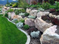 36 Incredible Rock Garden Design Ideas For Front Yard Landscaping With Boulders, Landscaping On A Hill, Landscaping Retaining Walls, Landscaping Ideas, Outdoor Landscaping, Mailbox Landscaping, Florida Landscaping, Landscaping Borders, Flagstone Walkway