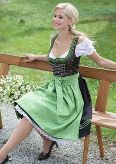 A sub for dirndls and the women who wear them. A dirndl is a type of traditional dress worn in Germany, especially Bavaria; Drindl Dress, Maid Dress, Baby Dirndl, Estilo Cowgirl, Le Divorce, Beer Girl, German Women, German Fashion, Feminine Dress