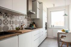 czy moge wiedziec jaki gres zostal polozony na podlodze? Scandinavian Interior Design, Scandinavian Home, Bathroom Interior Design, Living Etc, Kitchen Decor, Sweet Home, Kitchen Cabinets, House Design, House Styles