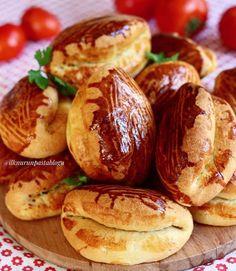 Sarıyer Poğaçası Tarifi Beef Pies, Mince Pies, Turkish Recipes, Ethnic Recipes, Green Curry Chicken, Onion Pie, Mushroom Pie, Healthy Vegetable Recipes, Flaky Pastry